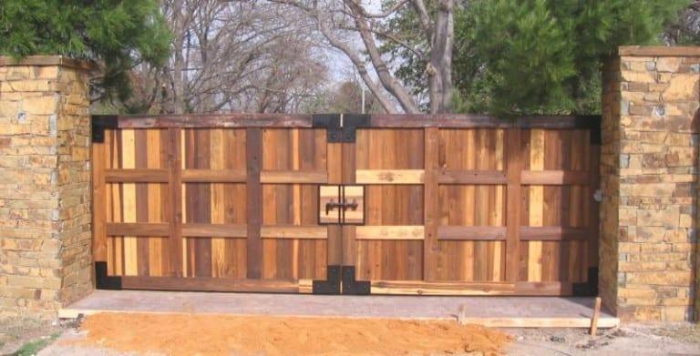 Gibson Wood Gate 800x407 768x391
